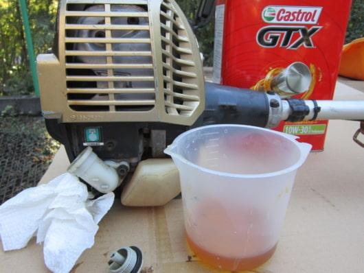 交換4サイクルエンジンオイルの準備