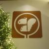 エントランスロビーに飾られたトレードマーク