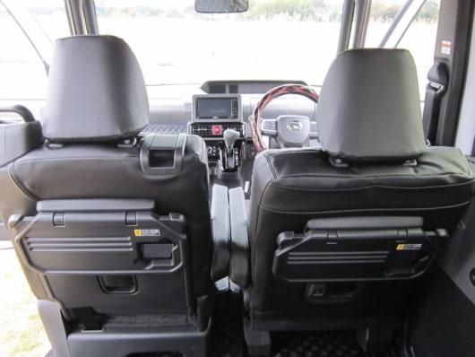 新型タントカスタム フロントシート背面格納式シートバックテーブル