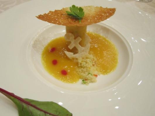 タラバ蟹のカネロニ仕立て イエローパプリカソースとレッドオレンジクーリ
