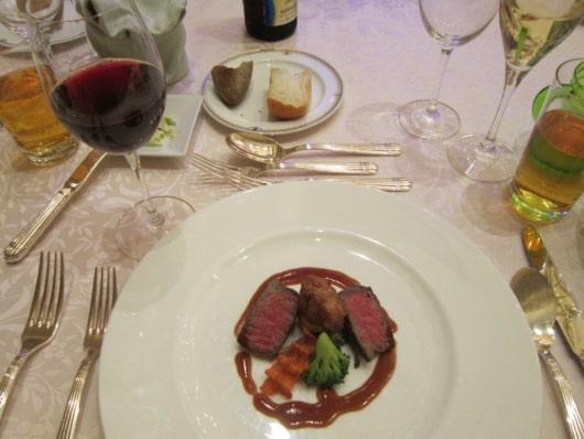 牛フィレ肉とリ・ド・ヴォ―のヴォルケーノ風 トリュフ風味の赤ワインソース