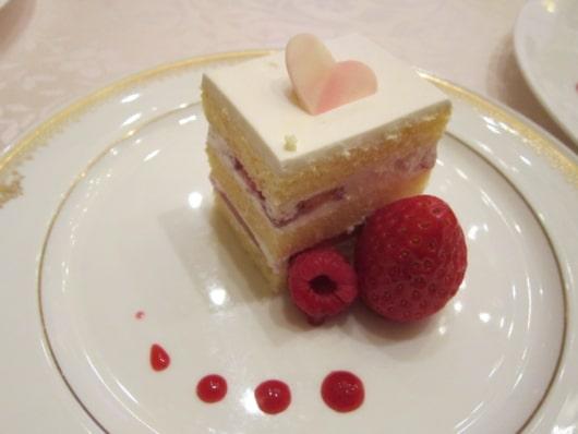 プティフールとケーキ