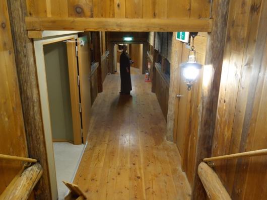 ログハウス棟 廊下