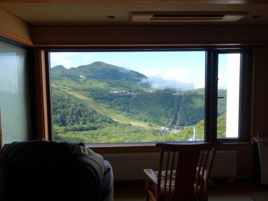509茜音 大きな窓からの眺め