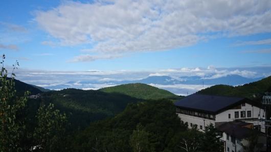 展望デッキからの夏の北アルプスの眺め