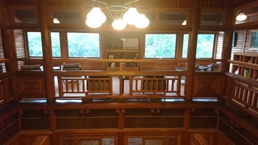 杜の図書館1