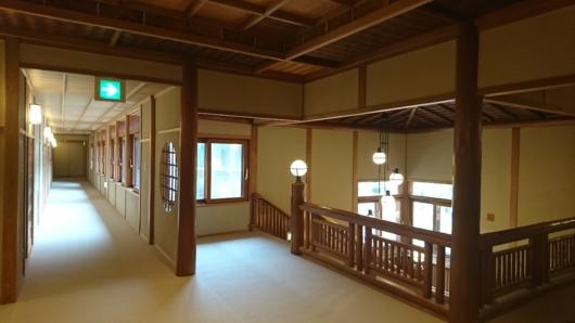 210牡丹前の廊下と階段