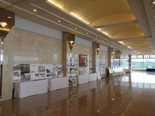 ロビーフロアー 震災の展示物