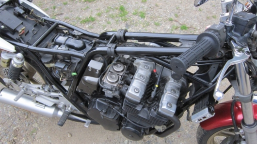 XJR400の4ストローク水冷DOHCエンジン